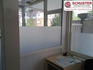 Beklebung von Glasdekorfolie als Sichtschutz
